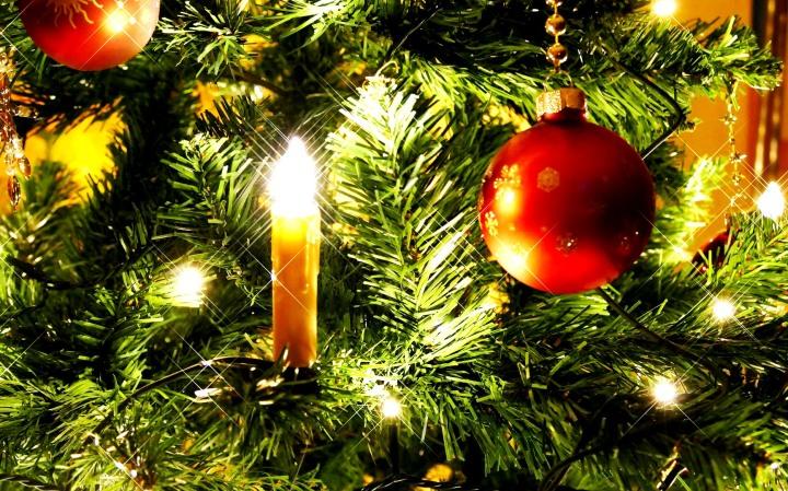 albero-di-natale-candela-pallina-rossa.jpg